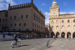 Bologna (Italy) - Piazza Maggiore (Massimo Battesini) Tags: bologna emiliaromagna italia it nationalgeographic worldtrekker worldcitycenters olympusem10markii olympus em10markii mzuikodigitaled124028 zuiko olympus1240mmf28 piazza place square plaza bicicletta vélo bicycle biciclettes bicicletas biciclette bike bikes centrostorico zentrum centreville centromedievale centremédiéval medievalcenter centromedieval città ville city stadt town ciudad photographiederue streetphotography fotografiaderua photosdelavie escenacallejera piazzamaggiore italy italien italie europe europa portici arcades soportales volte archi arch porticos