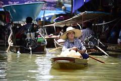 _DSC3982 (SK2 416) Tags: thailand floatingmarket travel 旅遊 水上市場 泰國 urban snap people boat