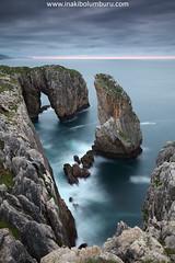 INFIERNO EN EL PARAÍSO (Obikani) Tags: ribadesella acantilados infierno asturias costa rocas coast clifts sea mar cantábrico seascape landscape paisaje marina