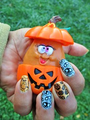 October Nails 🎃 (flores272) Tags: mcnuggetbuddies mcdonalds nail art nailart nailstamping bornpretty bornprettynailstamps bpl057 halloween halloweennails zoyabeatrix zoya kleancolor kleancolor47 zp677 goldbright