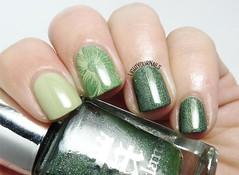 Green skittlette nails (Simona - www.lightyournails.com) Tags: essie aengland green manicure esmalte smalto unghie vernis nails nailpolish nagellack naillacquer nailart skittlette