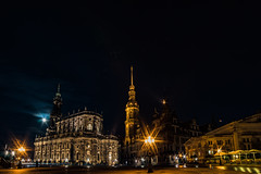 Residenzschloss, Hofkirche & Schinkelwache Dresden (lens73germany) Tags: 365 365tage 365days project365 3652015 365daysproject fotodestages photooftheday 366 366tage 366days project366 3662015 366daysproject farbe bunt color street streetphotography strasenfotografie inthestreets sony alpha alpha7 sonyalpha7 vollformat spiegellos building architecture architektur gebäude schloss burg castle kirche church dom chappell kapelle sakral kathedrale cathedral outdoor cityscape skyline stadt city town deutschland germany allemagne dresden sachsen saxony night nacht theaterplatz barrock renaissance lights stars moon mond sterne vollmond