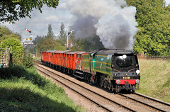 34081 On The Vans. (neilh156) Tags: steam steamloco steamengine steamrailway railway 34081 92squadron loughborough greatcentralrailway greatcentralrailwayautumngala2017 goodstrain pacificloco bulleidpacific battleofbritainclass battleofbritain battleofbritainpacific southernrailway pacific bulleid semaphoresignal