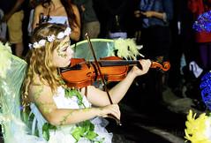 Carnaval de Nouméa (cedric.harbulot) Tags: nouméa nouvellecalédonie nikon d5300 18250mm sigma carnaval fête ville femme costumes plume couleurs défilé déguisement fille chapeaux newcaledonia city carnival party colors girl woman hat disguise feather portrait violon instrument de musique