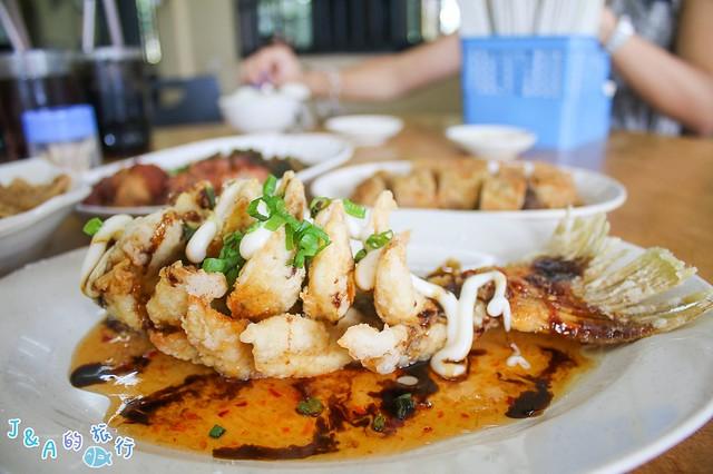 【馬來西亞/新山美食】成蒸魚與肉骨茶餐館 Seng Steam Fish Restaurant-如花朵般綻放的炸魚超吸睛,每桌必點經典菜色! @J&A的旅行