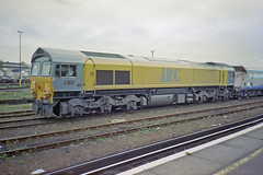 + Hoppers at Eastleigh, May 1994 (Ian D Nolan) Tags: 35mm epsonperfectionv750scanner railway eastleighstation class59 59103
