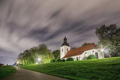 Dorfkirche Du-Friemersheim (Michael A64) Tags: dorfkirche kirche dorf duisburg rheinhausen friemersheim wolken nacht baum
