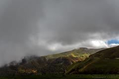 Brume dans la vallée_5514 (lucbarre) Tags: basque col france pyrénées pierrestmartin pierresaintmartin brume soleil pluie extérieur exterior montagne