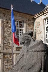 La pleureuse, Treguier, momument aux morts (patrick Thiaudiere, thanks for 1,25 million views) Tags: statue pleureuse flag drapeau monument granite