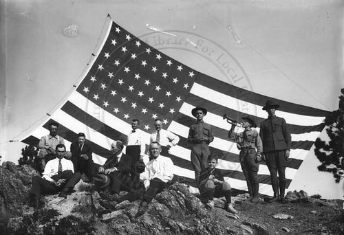 Photo - Lions Club Members on top of Flagstaff Mountain (1919).