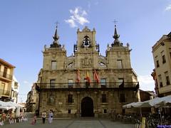 Astorga (santiagolopezpastor) Tags: espagne españa spain castillayleón león provinciadeleón maragato maragatería plaza plazamayor square ayuntamiento townhall