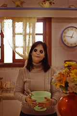 #‎ProjectNeverland: ‪#‎Coraline‬ (TheJennire) Tags: photography fotografia foto photo canon camera camara colours colores cores light luz young tumblr indie movie cinema film scene neilgaiman halloween 2017 projectneverland conceptualphotography book animation dream fantasy dreamy meljones mom mother theothermom portrait kitchen dark creepy soopky