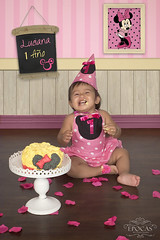 Smash the Cake! - Temática Minnie (Epocas Art Photo Studio) Tags: smashcake epocasartphotostudio cake birthday child girl baby minnie disney costarica smash vintage