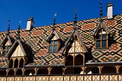 Toit bourguignon (jjcordier) Tags: beaune hospices toit bourgogne tuile lucarne