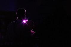 A l'ombre de la lumière (Pi-F) Tags: nuit profil lumière violet mauve ligne contrejour homme femme abstrait minimalisme minimum noir portrait
