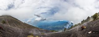 Panorama en el descenso del volcán Acatenango.