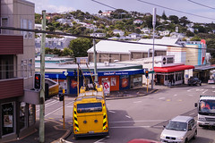 Brooklyn - Ohiro Road turning into Cleveland Street (andrewsurgenor) Tags: transit transport publictransport nzbus gowellington electric trackless trolleybus trolleybuses wellington nz streetscenes bus buses omnibus yellow obus busse citytransport city urban newzealand