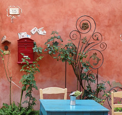 Certaldo (Jolivillage) Tags: jolivillage village borgo villaggio pueblo certaldo toscane toscana tuscany italie italia italy europe europa rose pink geotagged