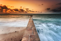 L'épi ... (Ludovic Lagadec) Tags: lahoguette saintmalo seascape sea sky sunset stmalo bretagne breizh brittany bzh france paysage poselongue plage playa longexposure ludoviclagadec illeetvilaine