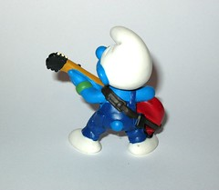 the smurfs 20449 lead guitar player smurf pvc figurine schleich peyo 1998 c (tjparkside) Tags: smurfs smurf lead guitar player 1998 20449 six 6 string electric guitarist musician blue pants green wristband wristbands pvc figurine schleich peyo