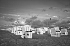 Sturm (funk_explosion) Tags: warnemünde mecklenburgvorpommern sw sturmtief xavier strand bw fujix100 strandkorb