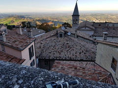 Borgo Maggiore, San Marino (ilpiubello) Tags: bicicletta bike bicycle cycling pedalando mountainbike smartphonecycling photocycling borgomaggiore panorama panoramic landscape sanmarino rsm repubblicadisanmarino