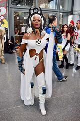 DSC_0820 (Randsom) Tags: newyorkcomiccon 2017 october7 nycc comic convention costume nyc javitscenter marvel superhero marveluniverse xmen mutant storm ororo cosplay cape tiara africanamerican heroine gloves