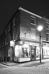 The Hole In The Wall, High Street, Walsall 19/08/2017 (Gary S. Crutchley) Tags: uk great britain england united kingdom urban town townscape walsall walsallflickr walsallweb black country blackcountry staffordshire staffs west midlands westmidlands nikon d800 history heritage local night shot nightshot nightphoto nightphotograph image nightimage nightscape time after dark long exposure evening travel street slow shutter raw high st and white monochrome bw mono