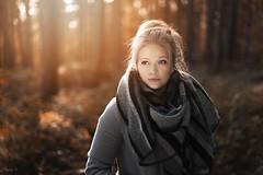 Joanna (Tony N.) Tags: joanna automne autumn forest forêt trees arbres sun soleil halloween toussaint portrait 50mm14 nikon reflecteur reflector d810 tonyn tonynunkovics