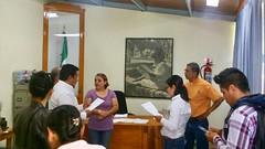 """Personal de SAPAO escucha y atiende petición de padres de familia de la Esc. """"Adolfo López Mateos"""" de  Agencia de Santa Rosa Pazacola."""