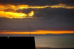 sunrise on the bay (Natomevan) Tags: pentaxk30 bretagne aube sunrise mer sea ciel sky nuages clouds france bateaux ocean