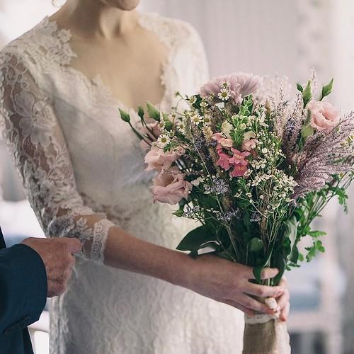 """#bridalbouquet #flowers #bride #bridetobe #braut #braut2018 #hochzeit #wedding #hochzeit2018 #instabraut #instabraut2018 #wildblumen #brautstrauss #freietrauung #instaflower #hochzeitsfotografie #hochzeitsfotograf #weddingphotographer #hochzeitsfotos #fot • <a style=""""font-size:0.8em;"""" href=""""http://www.flickr.com/photos/83275921@N08/37256424654/"""" target=""""_blank"""">View on Flickr</a>"""