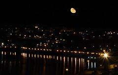 Orto de la Luna sobre Ferrol (Alberto Va) Tags: moon ferrol ferrolterra night nocturna luna galicia galiciacalidade riasaltas riadeferrol agraña quartermoon