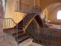 Bassoues (Bassoas), Gers: montée à la chapelle supérieure de la basilique Saint-Fris (Marie-Hélène Cingal) Tags: gers 32 occitanie midipyrénées france sudouest bassoues bassoas fer iron escaliers escaleras scala stairs treppen