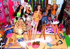 💄👭⭐Encontro das amigas... (FranBoy Monteiro) Tags: doll dolls toy toys boneco diy handmade bonecos boneca bonecas cute pretty beauty love amor fashion fashionista fashionistas moda outfit clothes look model models gay gayguy guy boy fun diversão cool handsome awesome barbie ken group colorful dreamhouse house room quarto colorido