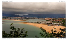 Hondarribia - Hendaye (BerColly) Tags: france espagne hondarribia hendaye cote ocean port harbor ciel sky nuages clouds bateaux boats plage beach bercolly google flickr