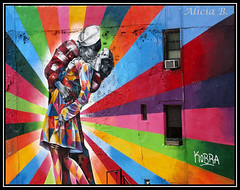 El Beso (Alicia B,) Tags: newyork nyc graffiti manhattan usa colors