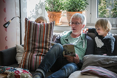 Booktime (Melissa Maples) Tags: ludwigsburg deutschland germany europe nikon d3300 ニコン 尼康 nikkor afs 18200mm f3556g 18200mmf3556g vr sofa book readingtime reading raphaël theresa frank children kids