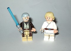 ben obi-wan kenobi and luke skywalker farmboy minifigures from lego 75173 1 star wars luke's landspeeder rogue one packaging 2017 (tjparkside) Tags: lego 75173 1 751731 star wars 2017 lukes landspeeder luke skywalker ben obiwan obi wan kenobi tusken raider raiders msand person people tatooine c3po c 3po protocol droid droids womp rat rats minifigures minifigure mini fig figs figure figures new hope anh ep episode iv four 4 lightsaber lightsabers hilt gaffi stick