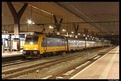 NS 186 010, Rotterdam (Jordi Pauw) Tags: ns nederlandse spoorwegen nsr traxx bombardier i6 i10 rijtuigen ic intercity brussel zuid rotterdam cs centraal station avond canon 1000d