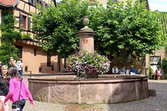 Vacances_0251 (Joanbrebo) Tags: riquewihr grandest francia fr alsace hautrhin cityscape street carrers calles font fountain fuentesfountains fuente canoneos80d efs1855mmf3556isstm eosd autofocus