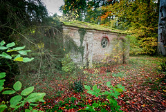 IMG_0615 (bob_rmg) Tags: perrow arboretum tree autumn colour leaves bedale bothy building thorp
