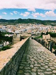 #silencio #camino #Ibiza #apreciar #pensar #volar #soñar #observar (rominamarinelli) Tags: silencio camino ibiza apreciar pensar volar soñar observar