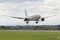 Etihad Airways Boeing 777-3FX(ER) A6-ETA on short finals to runway 05R Manchester EGCC (Peter J Bailey) Tags: etihad airways boeing 7773fxer 777 a6eta short finals runway 05r manchester egcc peterjbailey photography