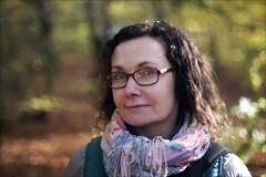 Annie (*Kicki*) Tags: annie woman female person people face portrait porträtt bokskog autumn sweden skåne ffp finafotopolare 50mm bokeh forest woods tornahällestad trollskogen trollskog skog bok vresbok