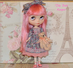 Snowflake Sonata Blythe (The doll keeper) Tags: kaleidoscopekustoms custom ooak snowflakeblythe sonata pink hair purple eye chips flower dress