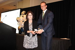 ALBERTA: Award recipient/lauréat Lethbridge Public Library (rep. by/par Lil Radley), with the Honorable/avec l'honorable Marlin Schmidt, Minister of Advanced Education/ministre de l'Éducation supérieure