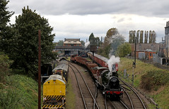 46521 on a mixed freight (Andrew Edkins) Tags: 46521 ivatt lms 260 greatcentralrailway loughborough freighttrain goodstrain leicestershire england uksteam preservedrailway geotagged canon autumn 2017 october light travel trip
