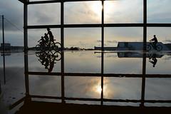 Dia das crianças (Claudia Mendes2015) Tags: crianças entardecer reflexo reflexos reflexão silhoueta silhueta bicicleta 1001night céu pôrdosol