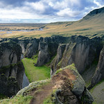 Following the Fjaðrá through Fjaðrárgljúfur thumbnail